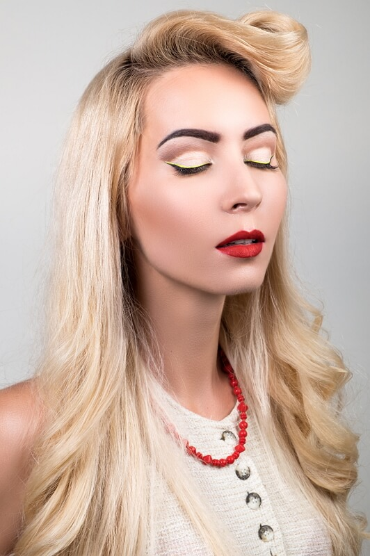 blonde girl wearing pinup makeup and red lipstick