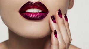lady with ombre lips and ombre dark nails