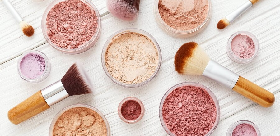 different loose powders and blushes with brushes